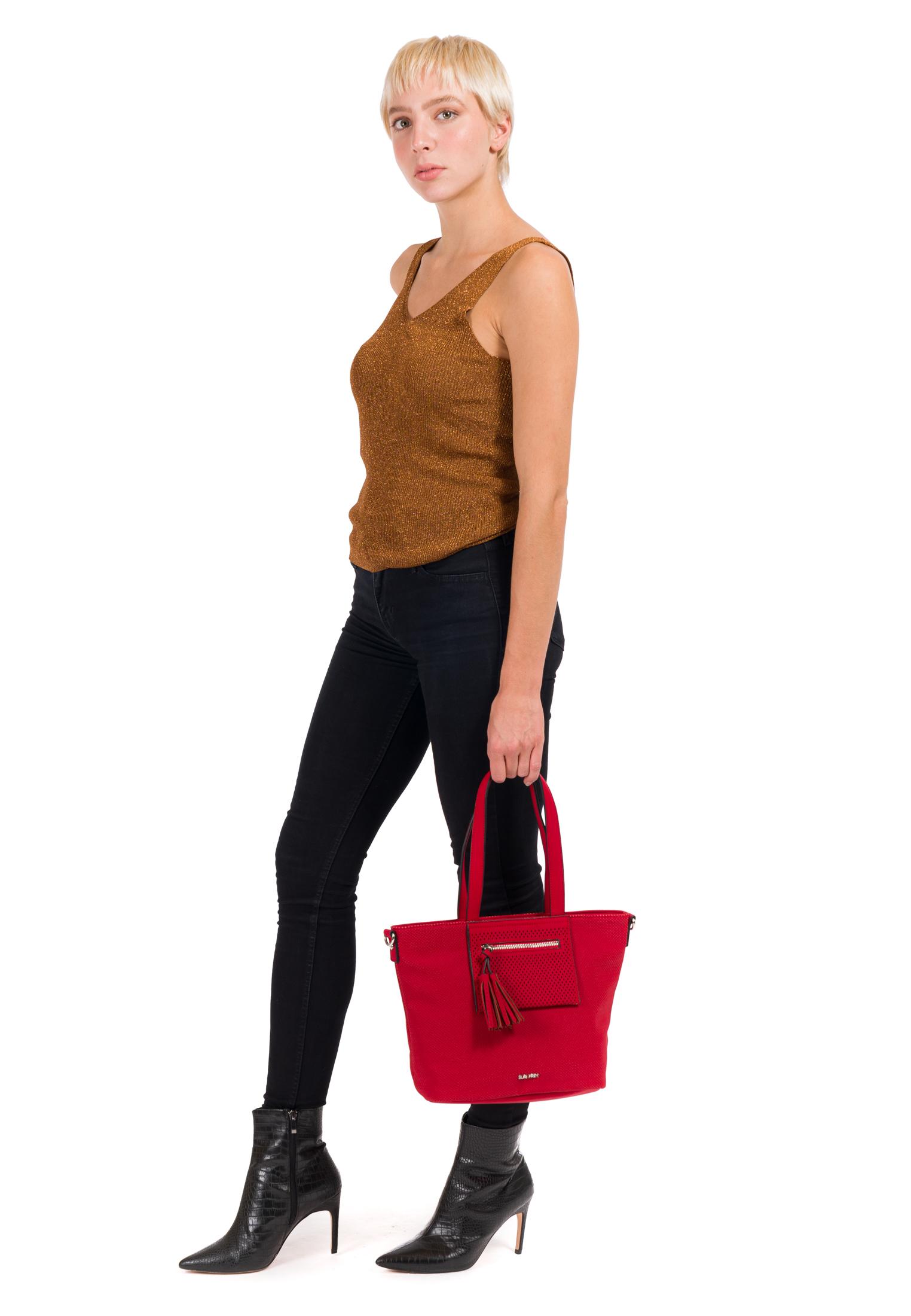 Shopper Romy Ailey klein